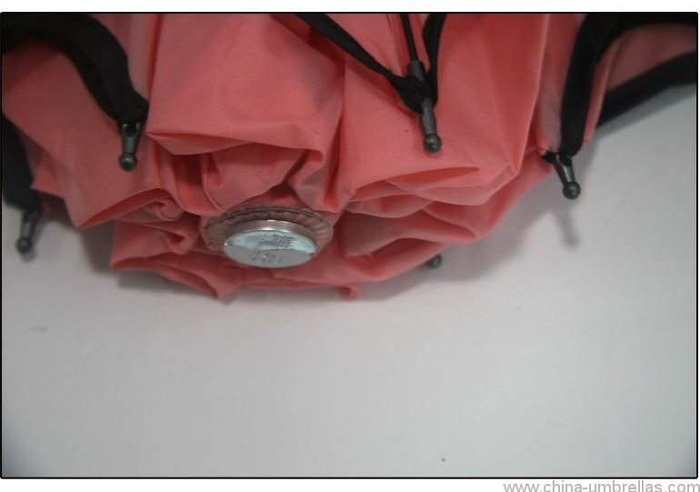 three-foldable-travel-umbrella-04